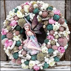 Christmas Fairy, Christmas Wreaths, Stained Glass Mirror, How To Make Wreaths, Decoration, Floral Arrangements, Projects To Try, Floral Wreath, Holiday Decor