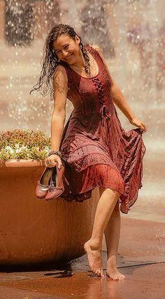 36 Ideas For Dancing In The Rain Photography Beauty Walks Walking In The Rain, Singing In The Rain, Rain Photography, Portrait Photography, Rainy Day Photography, Happy Photography, Color Photography, White Photography, I Love Rain