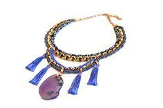 Für Deinen großen Auftritt.  Elegante Statement Halskette aus oxidierter Gliederkette, vehäkelt mit royalblauem und dunkelgrauem Seidengarn und g...