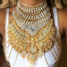 Absolutely love love LOVE this huge statement necklace!!! Its just perfect to jazz up a simple outfit
