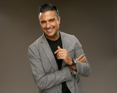 """Mexican actor Jaime Camil has had a large role in many a telonovela, like Qué Pobres Tan Ricos and Por Ella Soy Eva, but recently had his big breakout hit in the U.S. with Jane the Virgin.   Can We All Just Take A Moment To Appreciate Jaime Camil From """"Jane The Virgin"""""""