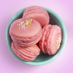 I WILL MAKE MACAROONS THAT WORK OUT AND LOOK LIKE THIS!  supergolden bakes: Double raspberry macarons