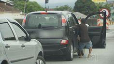 MUNDO LIVE NEWS NOTICIAS: Dupla armada agride motorista e tenta arrancar mul...