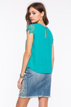Блуза Размеры: S, M, L Цвет: зеленовато-голубой, белый Цена: 1217 руб.   #одежда #женщинам #блузы #коопт