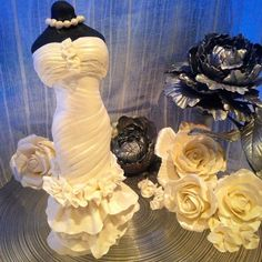 """#Kakepynt til #bryllupskake #handmade #caketopper# #wedding #weddingday #weddingstyle #pion #peoney #rose #roses  #sotesaker #art #artfood #sugarcraft…"""