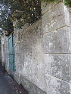 Ventimiglia (IM), Frazione Latte, Via Romana:  portale di Villa Anna