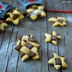 Biscotti di Natale bicolore  http://blog.giallozafferano.it/passionecooking/biscotti-bicolore-intrecciati/