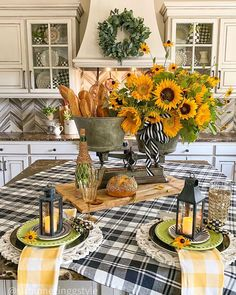 Table Centerpieces, Table Decorations, Mellow Yellow, Table Settings, Place Settings, A Table, Farmhouse Decor, Sunflowers, Kitchen Island