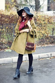 Vintage style // cape // faux fur collar //floppy hat