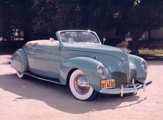 1941 Lincoln Zephyr Convertible- one of my many dream cars. Auto Retro, Retro Cars, Vintage Cars, Antique Cars, Ford Motor Company, Lincoln Motor Company, Convertible, Lincoln Zephyr, Pontiac