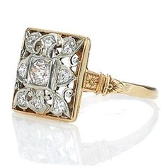 Diamond Jewelry Art Deco Ring: Not a fan of the color but love the design, especially the engraved gallery and shoulders - Anel Art Deco, Art Deco Schmuck, Bijoux Art Nouveau, Art Deco Ring, Schmuck Design, Art Deco Jewelry, Fine Jewelry, Jewelry Design, Art Deco Diamond Rings