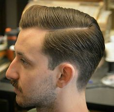 The top short hairstyles for men for the year 2018 are eye-catching and somewhat sophisticated. Today the short mens hairstyles have become particularly. Classic Mens Hairstyles, Classic Haircut, Vintage Mens Hairstyles, Hairstyles Haircuts, Haircuts For Men, Hair And Beard Styles, Curly Hair Styles, Messy Hair Look, Gents Hair Style