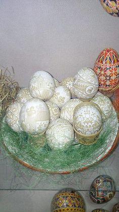Автор: Тетяна Коновал Brown Eggs, Egg Dye, Ukrainian Easter Eggs, Boiled Eggs, Wax, Create, Business, Color, Deviled Eggs