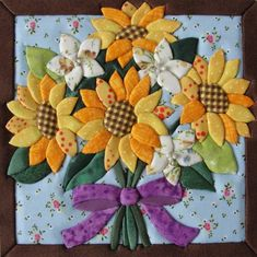 Compre Girassóis no Elo7 por R$ 62,00   Encontre mais produtos de Caixas Decoradas e Decoração parcelando em até 12 vezes   Caixa em MDF encapada em tecido 100% algodão. A tampa trabalhada em Cartoon mousse ou patch embutido, em tecidos diversos (tricoline, algodão, feltro) As estampas..., D1EC4B Small Sewing Projects, Sewing Crafts, Sunflower Quilts, Landscape Art Quilts, Applique Quilt Patterns, Sashiko Embroidery, Machine Quilting Designs, Hand Art, Flower Crafts