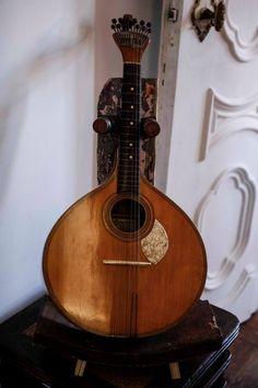 fonrenovatio:  The Portuguese Guitar.