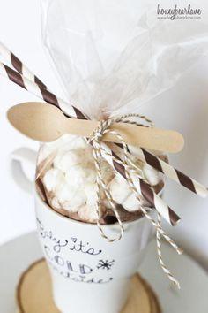 5-Minute Hot Chocolate Gift Idea!! By Honeybear Lane for Tatertots and Jello #HAPPYHolidays