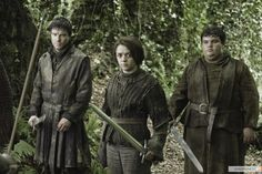 """In """"Game of Thrones'"""" Season 3 episode """"Dark Wings, Dark Words,"""" King Joffrey and Margaery Tyrell go on a date, Bran Stark meets two unexpected allies, Catelyn Stark opens up about Jon Snow and Brienne of Tarth and Jaime Lannister have a duel. Joe Dempsie, Game Of Thrones Theories, Game Of Thrones Episodes, Game Of Thrones Tv, Maisie Williams, Costumes Game Of Thrones, Saga, Serie Du Moment, Comic Con"""