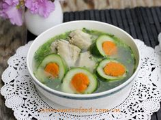 Cucumber Soup with Pork Chop Recipe (Canh Dưa Leo Sườn Non) from http://www.vietnamesefood.com.vn/vietnamese-recipes/vietnamese-soup-recipes/cucumber-soup-with-pork-chop-recipe-canh-dua-leo-suon-non.html