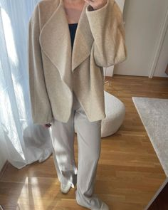 Sophie Moss (@sophieemoss) • Instagram-bilder og -videoer Fashion Photography, Style Inspiration, Sweaters, Collection, Instagram, Sweater, High Fashion Photography, Sweatshirts, Pullover Sweaters