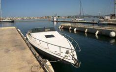 GOBBI 890 SPORT  Sehr gepflegtes Kabinenmotorboot, tolle Laufeigenschaften! Grosszügige Liegefläche, Ruderstandsanzeige, separater WC-Raum, Radio/CD, Verdeck, Plane, ... Preis: CHF 18.900,-Bodenseezulassung:Nein Jahrgang:1984Breite:2.82 m Angebot:OccasionenLänge:9.03 m Typ:Kabinenboot, Sportboot, Daycruiser, Wasserski