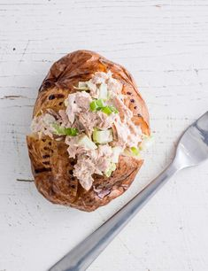 Tuna crunch baked potato This recipe uses tuna, spring onion, celery and sour cream to create a delicious baked jacket potato. Really easy to make and perfect for when you're short on time Best Potato Recipes, Fish Recipes, Potato Ideas, Yummy Recipes, Salad Recipes, Yummy Food, Healthy Recipes, Quick Snacks, Healthy Snacks