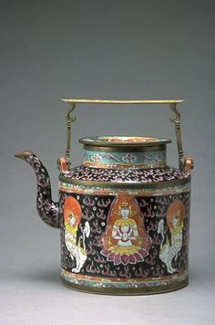 Teapot Made in China for the Thai Market, 1775-1875
