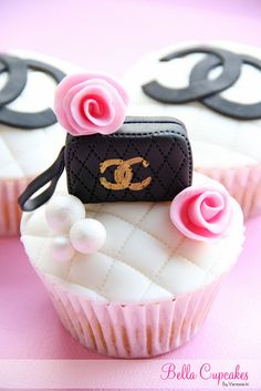 Southern Blue Celebrations: Coco Chanel Cake, Cupcakes, and Cookies Purse Cupcakes, Chanel Cupcakes, Fancy Cupcakes, Pretty Cupcakes, Beautiful Cupcakes, Yummy Cupcakes, Gourmet Cupcakes, Sweet Cupcakes, Birthday Cupcakes