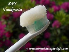 This Coconut Oil Toothpaste Recipe Can Help You Remove Bad Mouth Bacteria, Reverse Cavities, and Treat Decomposed Teeth! It Is Far Superior to Any Store-Bought Toothpaste! Coconut Oil Toothpaste, Homemade Toothpaste, Coconut Oil For Teeth, Coconut Oil Pulling, Natural Toothpaste, Coconut Oil Uses, Toothpaste Recipe, Healthy Toothpaste, Natural Teeth Whitening