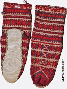 Traditional short woollen stockings, for women.  From the Çorum province.  Ca. 1975. With a sewed leather sole.  (MAS museum, Ethnographical Collections, Antwerpen).