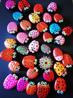Painted Garden Rocks, Painted Rocks Craft, Hand Painted Rocks, Painted River Rocks, Rock Painting Patterns, Rock Painting Ideas Easy, Rock Painting Designs, Pebble Painting, Pebble Art
