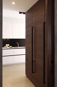 Study of architecture, planning and Interior Design Fabio Fantolino Turin Apartment Interior Design, Kitchen Interior, Kitchen Design, Door Design, House Design, Kitchen Fan, Wardrobe Handles, Cocinas Kitchen, Minimal Kitchen
