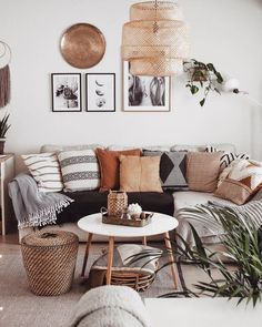 Images and videos of home decor – A mix of mid-century modern, bohemian, and industrial interior style. Home and apartment decor, Boho Living Room, Home And Living, Small Living, Modern Living, Minimalist Living, Luxury Living, Living Room Pillows, Living Room Neutral, Bright Living Room Decor