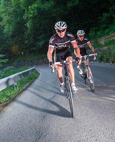 Designed to feel good, is de basis geweest bij de designers van Agu om ervoor te zorgen dat fietsen leuker wordt! De kleding die gedragen wordt tijdens het fietsen speelt een belangrijke rol bij het plezier en comfort welke de sportieve, recreatieve of semi professionele fietsers aan de fietssport beleven.