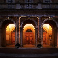 Giacomo Leopardi Square, Recanati, Italy. Lighting products: iGuzzini illuminazione. Photographed by: Giuseppe Saluzzi. #iGuzzini #lighting #Trick