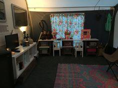 Onze Dorema 300 op Camping De Leemkule in Hattem, 2016. Speelgoedkast/-tafel voor de kinderen en tv meubel.