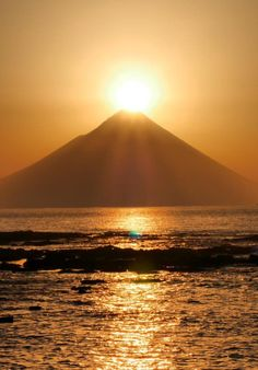 Sun Aesthetic, Aesthetic Japan, Beautiful Lights, Beautiful Images, Where The Sun Rises, Beautiful Sunrise, Photography 101, World Peace, Nature Images