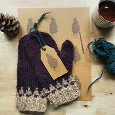 After a week of putting vegetable gardens in NS and PEI, I am preparing for upcoming markets these are some mitts with a simple tag I designed Knitting Designs, Knitting Projects, Crochet Projects, Knitting Patterns, Mittens Pattern, Knit Mittens, Knitted Gloves, Easy Knitting, Knitting Yarn
