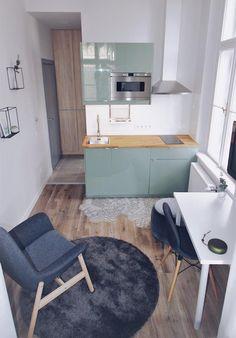Kis terek, nagy lehetőségek: Hadnagy Timi munkája - Rokfort Home Tiny Spaces, Small Apartments, Small Apartment Interior, Corner Desk, Interior Design, Big, Check, Furniture, Home Decor