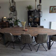 Wederom een prachtige robuuste ovale tafel geleverd bij een zeer tevreden klant. Deze tafel past perfect in ieder interieur! Living Room Modern, Living Room Designs, Living Room Decor, Declutter, Home Furniture, Ikea, New Homes, Relax, Dining Table