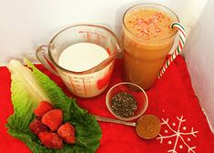 An Easy Christmas Morning Smoothie Chocolate Peppermint Smoothie Vegan Smoothies, Juice Smoothie, Smoothie Recipes, Chocolate Smoothies, Healthy Shakes, Healthy Drinks, Healthy Eating, Joe Cross, Vegan Dessert Recipes