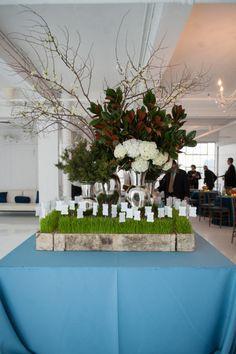 Modern NYC loft wedding: http://www.stylemepretty.com/2014/07/22/modern-nyc-loft-wedding/ | Photography: http://robertandkathleen.com/