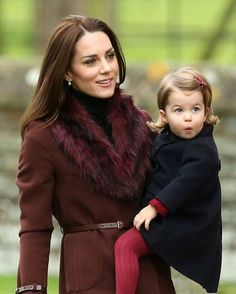 Kate Middleton and Princess Charlotte never disappoint with their mommy-and-me outfits. Kate's style is already reflected in Princess Charlotte's dresses, and we're so excited to see what they wear next. Estilo Real, Beauty And Fashion, Royal Fashion, Work Fashion, Ladies Fashion, Fashion Photo, Street Fashion, Princess Kate, Duke And Duchess