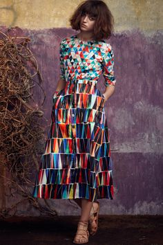 Catwalk photos and all the looks from Saloni Spring/Summer 2015 Ready-To-Wear London Fashion Week High Fashion, Fashion Show, Fashion Design, London Fashion, Ss15 Fashion, 70s Fashion, Skirt Fashion, Trendy Fashion, Mix And Match Fashion