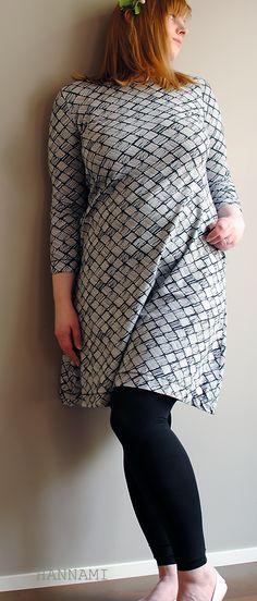 Kesän ensimmäinen mekkonen Jersey dress sewing. Pattern/kaava Mekkotehdas aikuisille Fabric/Kangas Verson Puoti Tuohikontti