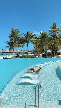 The Ultimate Bora Bora Honeymoon Guide - JetsetChristina