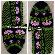 Warm Socks, Diy And Crafts, Crochet Hats, Handmade, Instagram, Canoe, Pattern, Knitting Hats, Hand Made