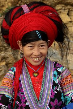 vietnam - ethnic minorities    Red Hmong.    The Hmong (Mong) are concentrated in Ha Giang, Tuyen Quang, Lao Cai, Yen Bai, Lai Chau, Son La, Cao Bang and Nghe An provinces.