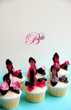 High heels cupcakes!! How cute?!?