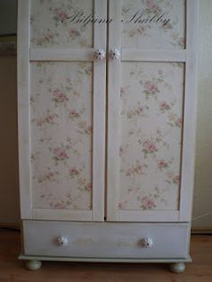 1000 images about wallpaper furniture on pinterest furniture decoupage ideas and wallpapers. Black Bedroom Furniture Sets. Home Design Ideas