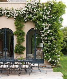 10 Pins : Pinterest Inspiration - roomfortuesday.com Dream Garden, Home And Garden, Landscape Design, Garden Design, Long Flowers, Outdoor Living, Outdoor Decor, Outdoor Spaces, White Gardens